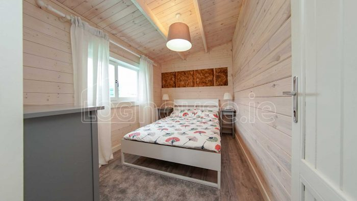 Budget-Two-bed-A--log-cabin-5-of-13