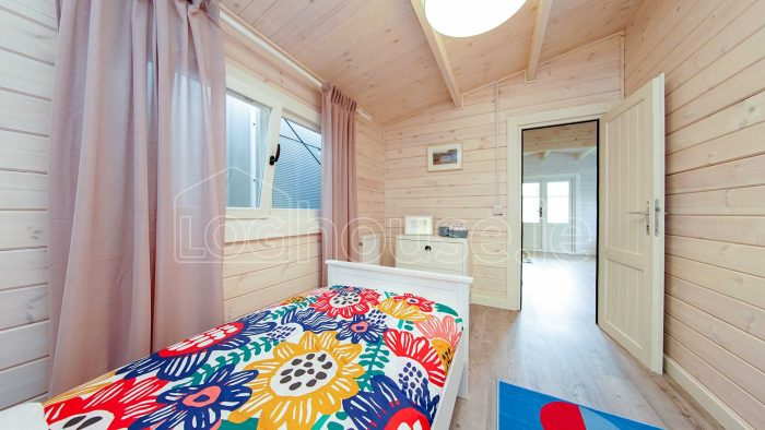Budget-Two-bed-A-log-cabin-8-of-13