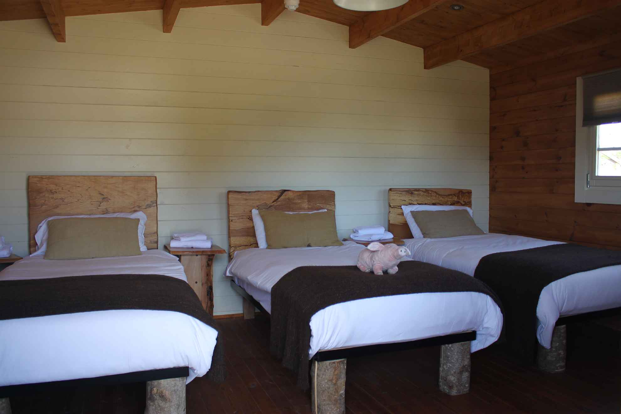 Glamping Log Cabins Bedroom 3