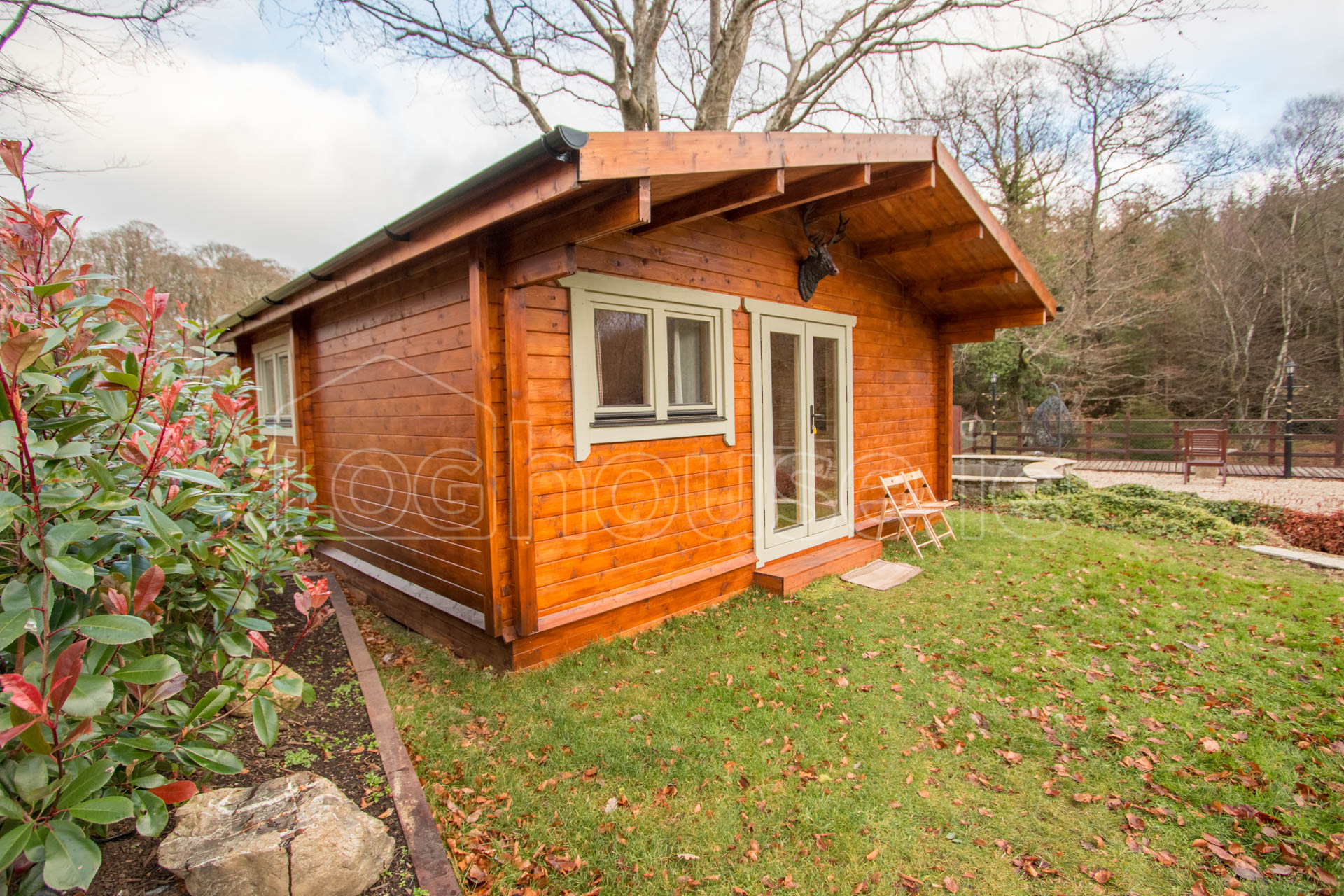 Two bed type d log cabin tudor lodge for Two bedroom log homes