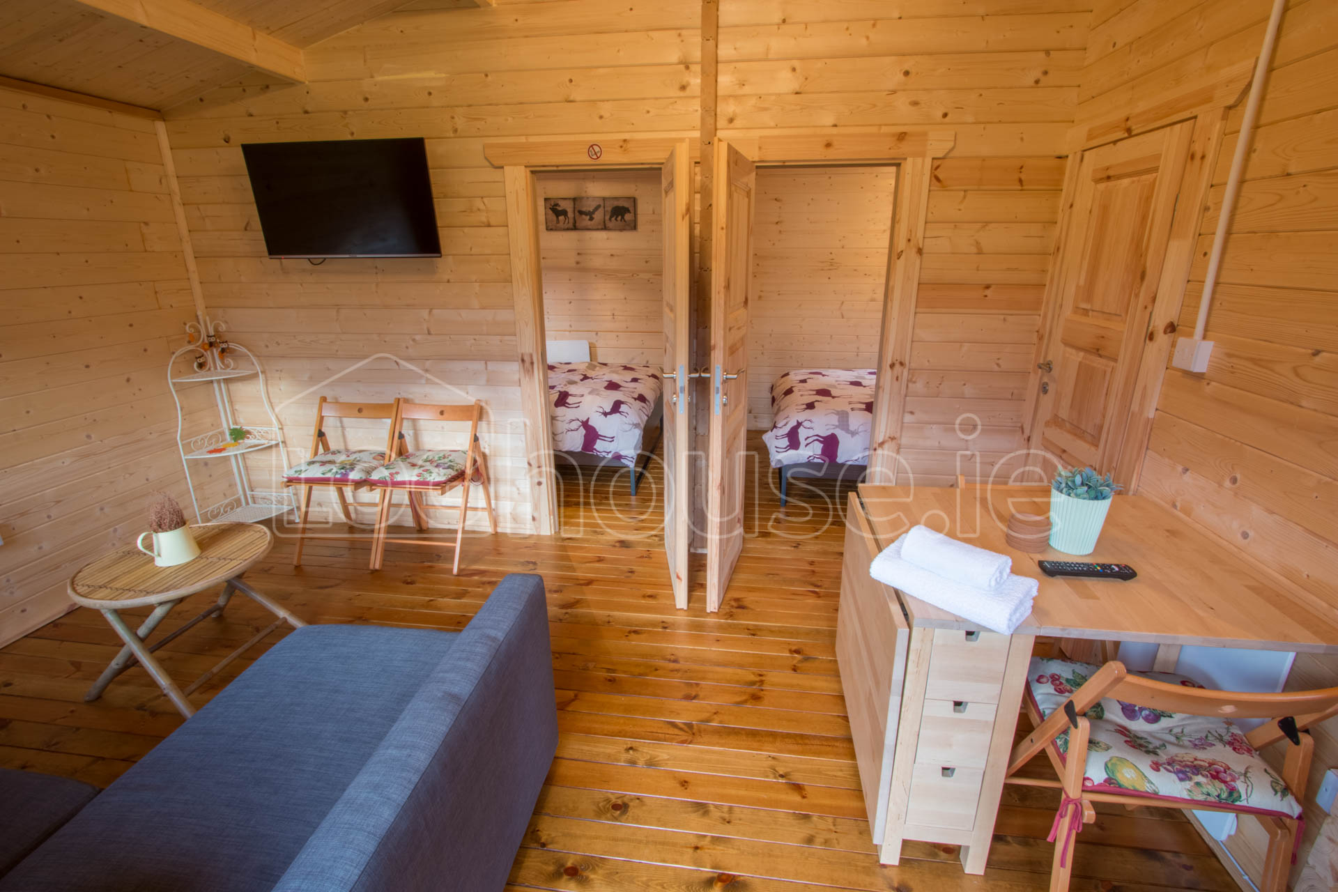 Cabin Bedroom Fitted Furniture: TWO BED TYPE D LOG CABIN