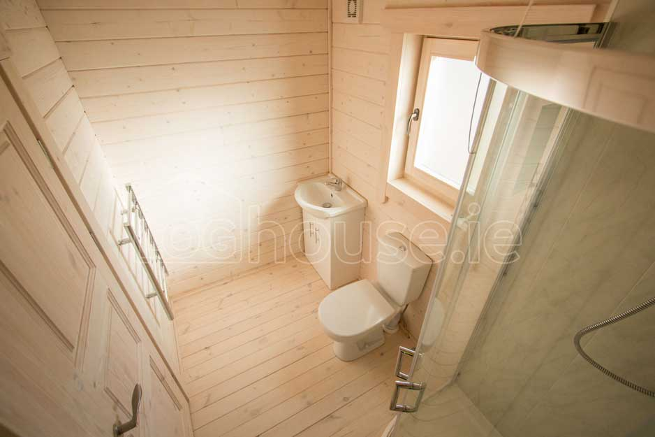 Two-Bed-Type-F-Log-Cabin-6