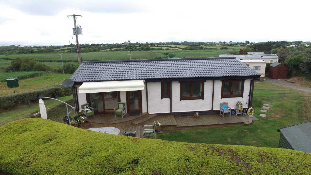 Loghouse-Mobile-Home-Log-Cabin