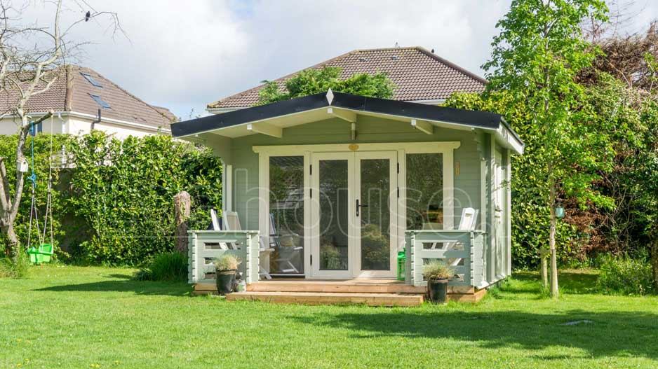 Perfect-garden-room-log-cabin-from-Loghouse-Ireland