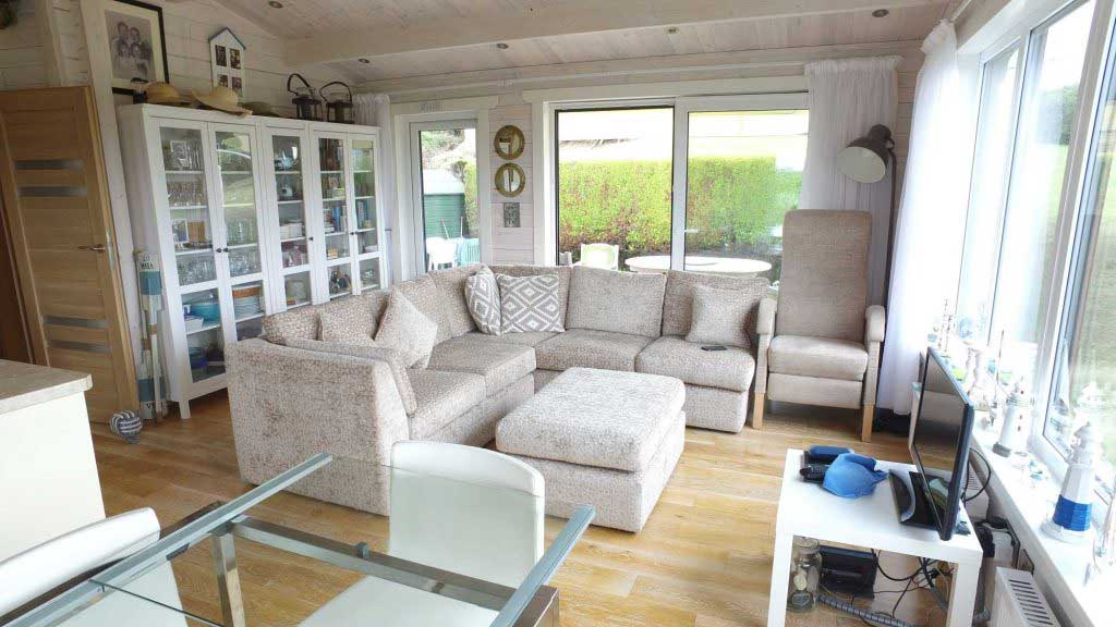 What-Does-a-Mobile-Home-Log-Cabin-Interior-Look-Like