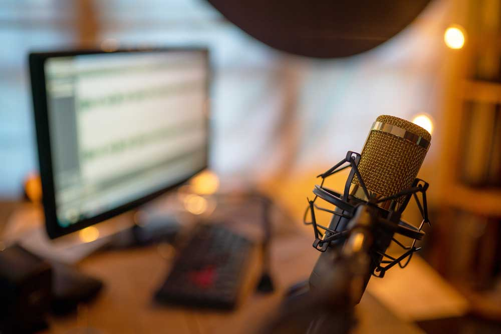 Broadcasting-online-from-your-Eco-Garden-Room-Home-Office-or-Studio